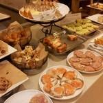 サンドッグイン 神戸屋 馬喰横山駅店 - パンビュッフェ
