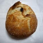 パンの喜屋 - クリームチーズとフルーツのパン 160円(中にはレーズン、オレンジピール、クリームチーズ)