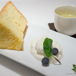 B.Cafe - 「本日のシフォンケーキ」と「緑茶 暁」