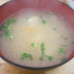 ケンちゃんかき - [2014.03]味噌汁には魚の団子が。200円。