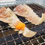 ケンちゃんかき - [2014.03]うちわ海老、1匹500円程度。半分に切って焼きます。