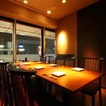 響 - 内観写真:テーブルタイプの窓側完全個室