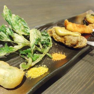 """魚介・お肉・野菜を使ったフレンチ流串揚げ""""フリット"""""""