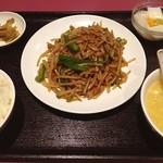 栄慶 - 豚肉とじゃが芋炒め