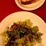 24679712 - ランチのサラダとフォカッチャ