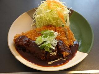 とんかつ知多家 金城店 - 、「ロース味噌かつ 170g 御膳」 1,040円です。定食には、ご飯と、濃口な赤だし味噌汁、漬け物が付きます。