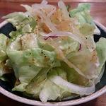 ビストロ スイレン - BISTRO SUIREN @本蓮沼 ランチに付く醤油ベースの和風ドレッシングが和えられたサラダ