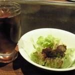 Yukari - ランチのAセットのアイスウーロンとミニサラダ