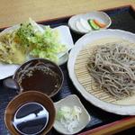 麺工房秋田 - 季節の野菜天もり十割そば