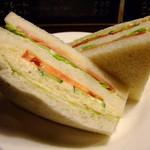 24685655 - ダッグウッドサンドイッチ