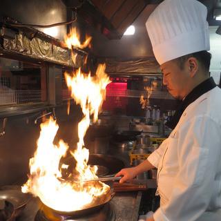 当店の料理人は全員10年以上キャリアを積んだ日本人シェフです