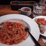 24688926 - タコのラグーとセロリのトマトソーススパゲティ。前菜やスープ、サラダ、ドリンクは食べ飲み放題。