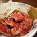 備長炭焼肉としゃぶしゃぶ 仔虎 - 和風ローストビーフ丼