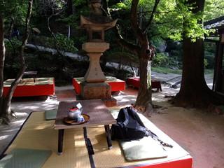 お石茶屋 - 外にも席がある。