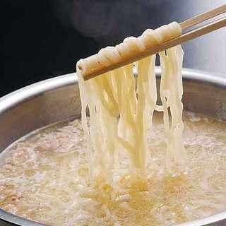 水炊きはコラーゲンたっぷりの濃厚なスープが絶品!