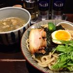 航 - 目黒ブラック肉汁つけ麺 880円