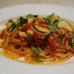 セントベーネ - カジキマグロとズッキーニのトマトソーススパゲッティ