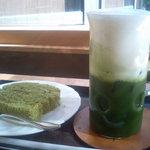 ひじかた園 - 抹茶シェイク(お菓子つき)