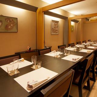 テーブル個室12〜18名