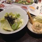 坐・和民 - お通し。キャベツとタラモサラダ。