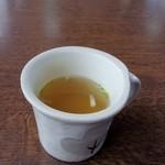 たべった - 最初はランチスープが運ばれてきました、この日のスープはコンソメ風スープです。