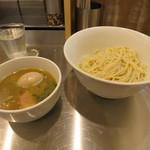 麺創研かなで・改 - 味玉煮干つけ麺 910円