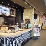 マクドナルド - 通常のマクドとマックカフェのカウンターが別々に。