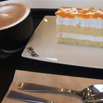 マクドナルド - カプチーノ(small)240円、ピーチ&アップルケーキ(290円)