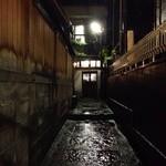 鳥茶屋 - 神楽坂の小径は風情があるねぇ