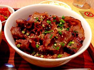 ジェ・イル - カルビ丼。肉の量多いぞ。味は想像通り。