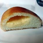 BONBON - 自家製カスタードクリームパン140円
