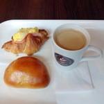 BONBON - クロワッサンサンド260円+自家製カスタードクリームパン140円+モーニング有機コーヒー100円