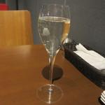 NAPOLI  - ハッピーアワーのスパークリングワイン 300円