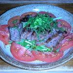 釣り師 みず崎 - 牛ロースの炭火焼きサラダ仕立て(950円)
