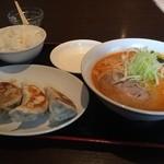 アジアン食堂 - ボリュームまんてんで800円です。
