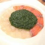 ドラゴン - 料理写真:北海道ホタテとサーモンのカルパッチョ 特製ジェノベーゼソースのせ