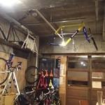 グルペット - 店内に自転車置き場があるんです。