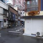 24723727 - 武蔵小山駅南口から東へ。この角を右折。
