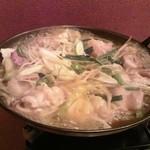 24725957 - もつ鍋 煮えてます