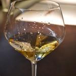 K - アルザス、フランス北部アルザスのマルセル・ダイス。やや甘く香り豊かでボティもあり飲みやすく美味しい。