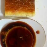 スパイスドッグ - バルメニュー、ベイクドチーズケーキと卵しっかりのプリン♪