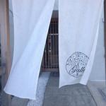 24730166 - 和モダンな暖簾をくぐり…