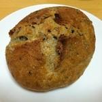 カドナ - ゴマとカマンベールチーズのパン