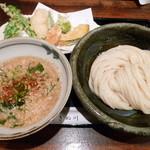 饂飩とお酒 からほり きぬ川 - 天盛り胡麻つけ麺
