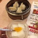 24733629 - フカヒレ入り餃子と杏仁豆腐