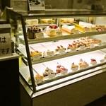 パティスリー カプリス - ケーキのショーケース