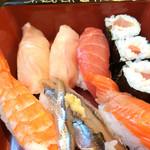 24734775 - 天然や・握り寿司六貫と巻物