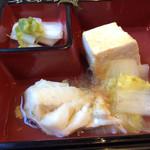 24734778 - 天然や・寿司弁当 湯豆腐と煮魚