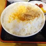 元禄そば 江戸一 - 朝定食500円のご飯に玉子と挽き割り納豆のせました!