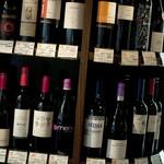 ラ クッチャーラ - 赤のボトルワインは棚からご自由に選んでください♪